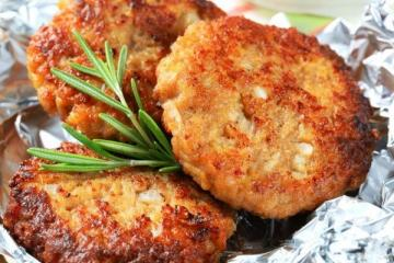 Something new! Cooking crispy cutlets potatoes and oatmeal.