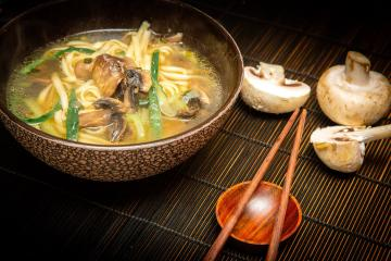 Fried cucumbers and other surprises: cook mushroom soup in Chinese