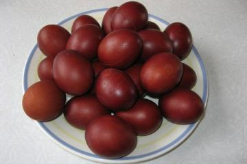 Why Easter eggs to be boiled in onion skins 2:00