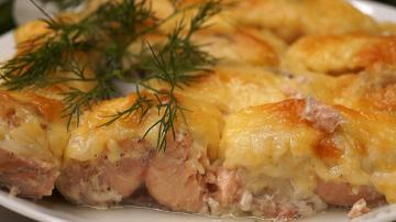 Pink salmon baked in the oven maximum juicy and tender!