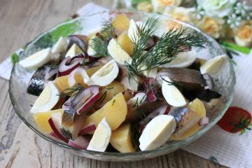 The easiest and most delicious salad with herring: no fine cuts, even without stirring