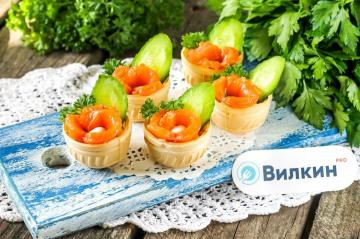 Tartlets with red fish