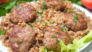 Buckwheat with meatballs