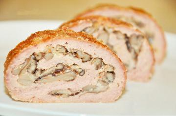 Chicken roll with mushrooms and nuts