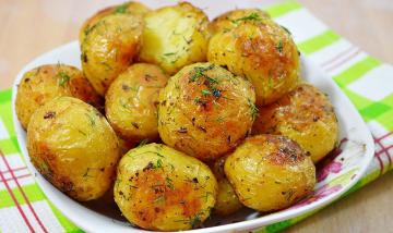 Young potatoes, baked in the oven with garlic. favorite recipe