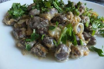 Chicken hearts in a creamy cheese sauce. Tasty and easy