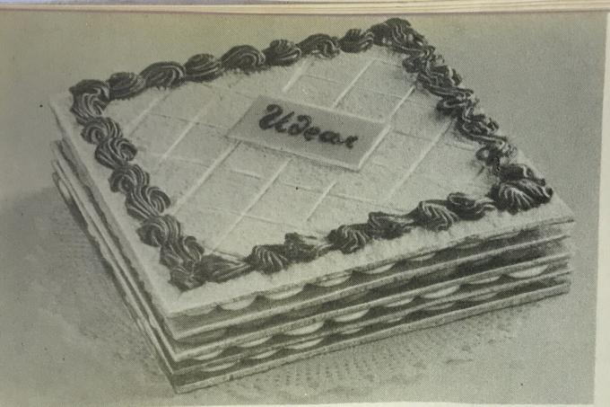 "IDEAL cake. Photo from the book ""Production of cakes and pies,"" 1976"