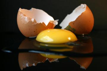 How to separate proteins from the yolks. A few tips from pastry