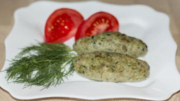 Delicious juicy meat patties with spinach
