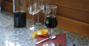Homemade chocolate liqueur: do yourself, with your own hands!