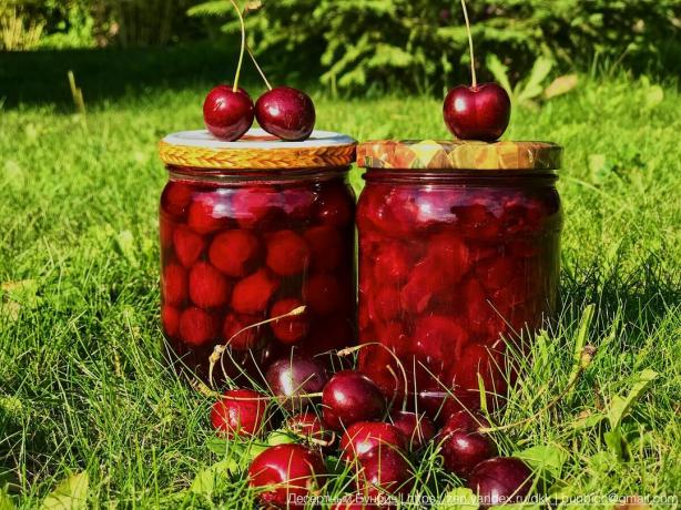 Jam of cherries with pits