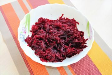 Just two ingredients and beets sparkle with new colors. Simple and tasty salad