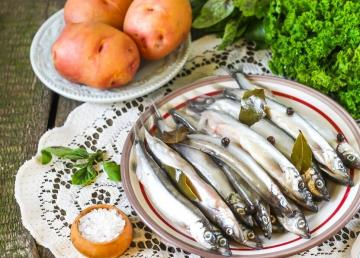 Capelin pickled: incredible yummy to potatoes