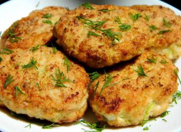 Cutlets from minced meat and zucchini. Juicy and delicious